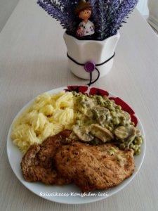 Grillezett csirkemell zöldborsós gombás szósszal